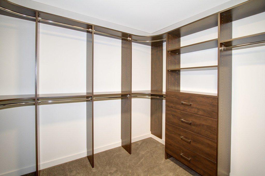 018_Walk In Closet