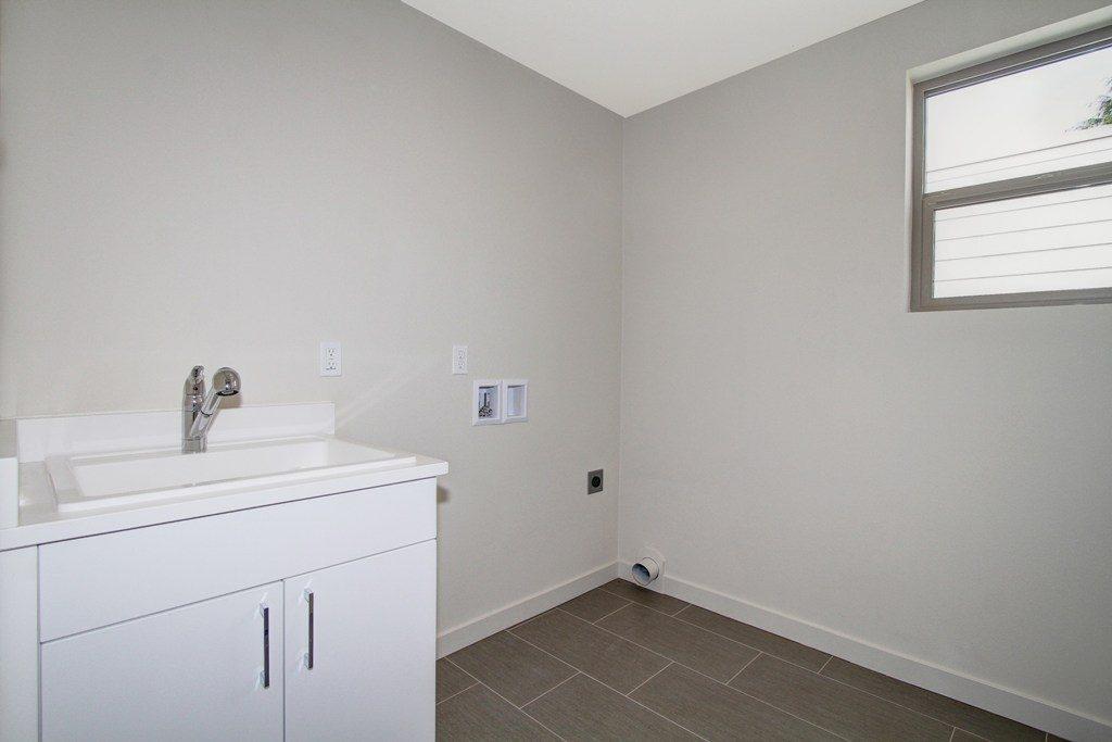 025_Laundry Room