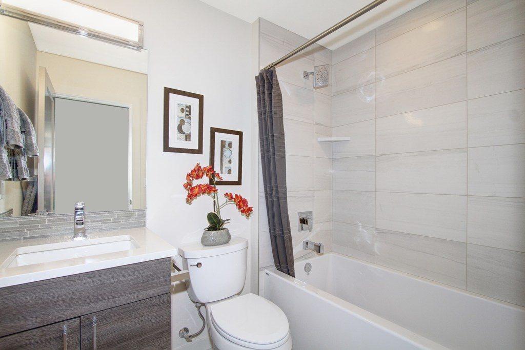 020_Main Bathroom